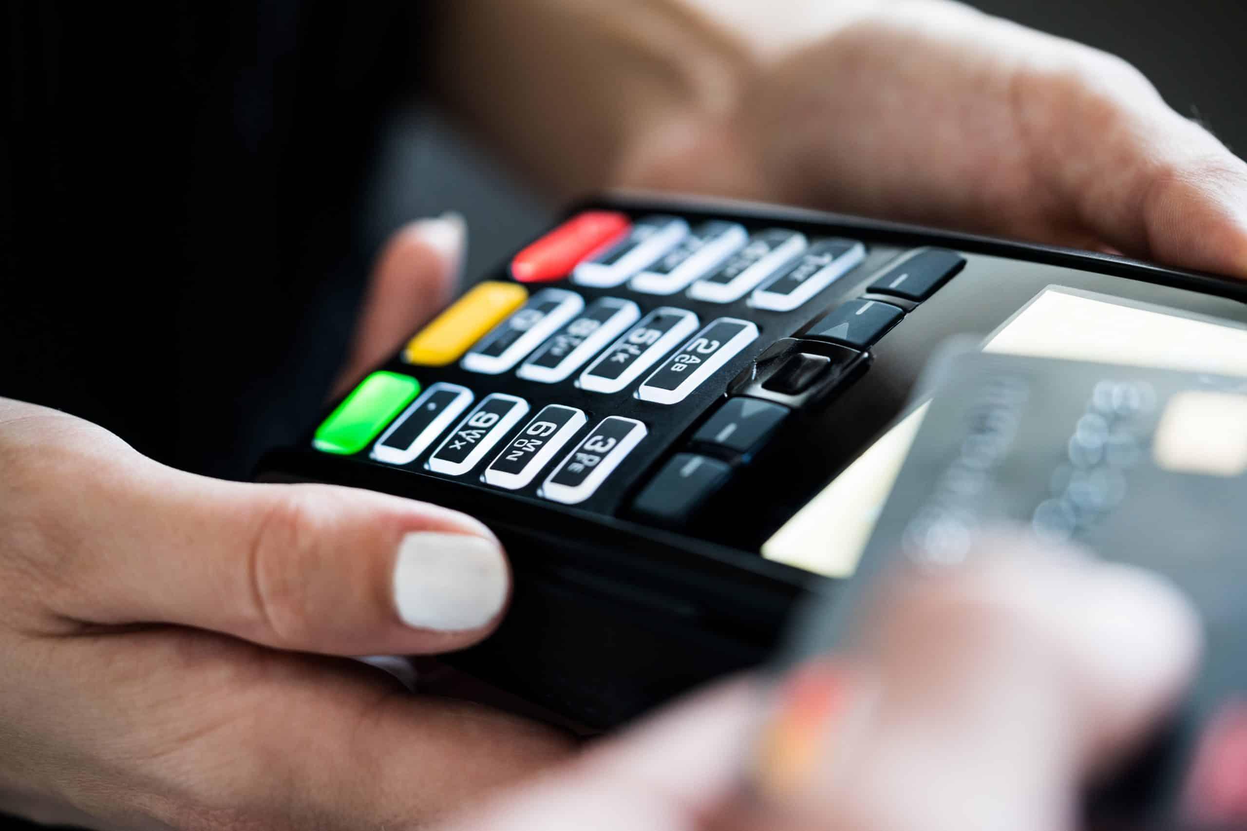 platba kartou na platobnom termináli s ekasou